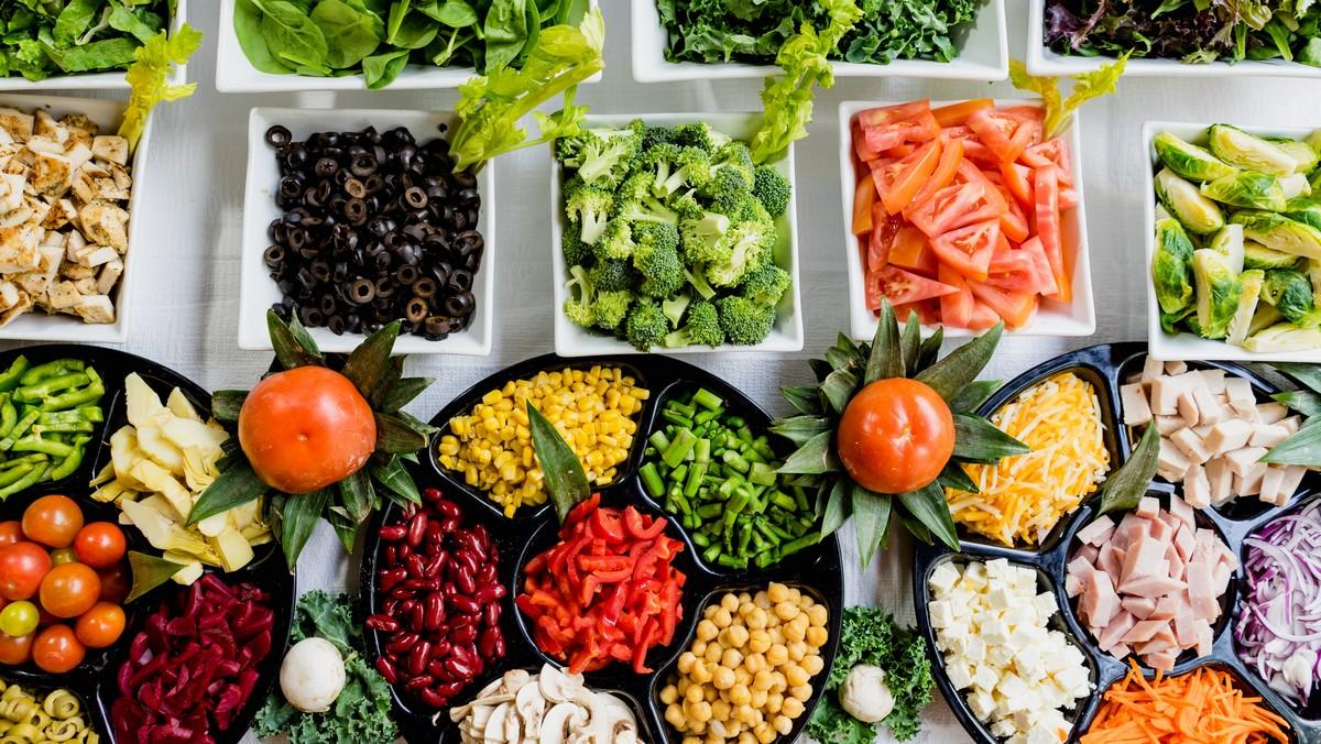 Spousta zeleniny na talíři, kterou obsahuje Flexitariánská dieta.