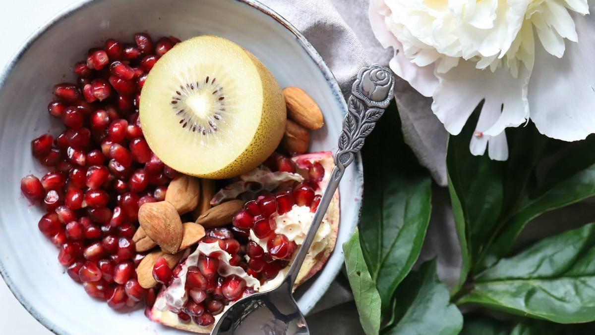 Vitamíny v misce, kterými můžete posílit svůj imunitní systém.