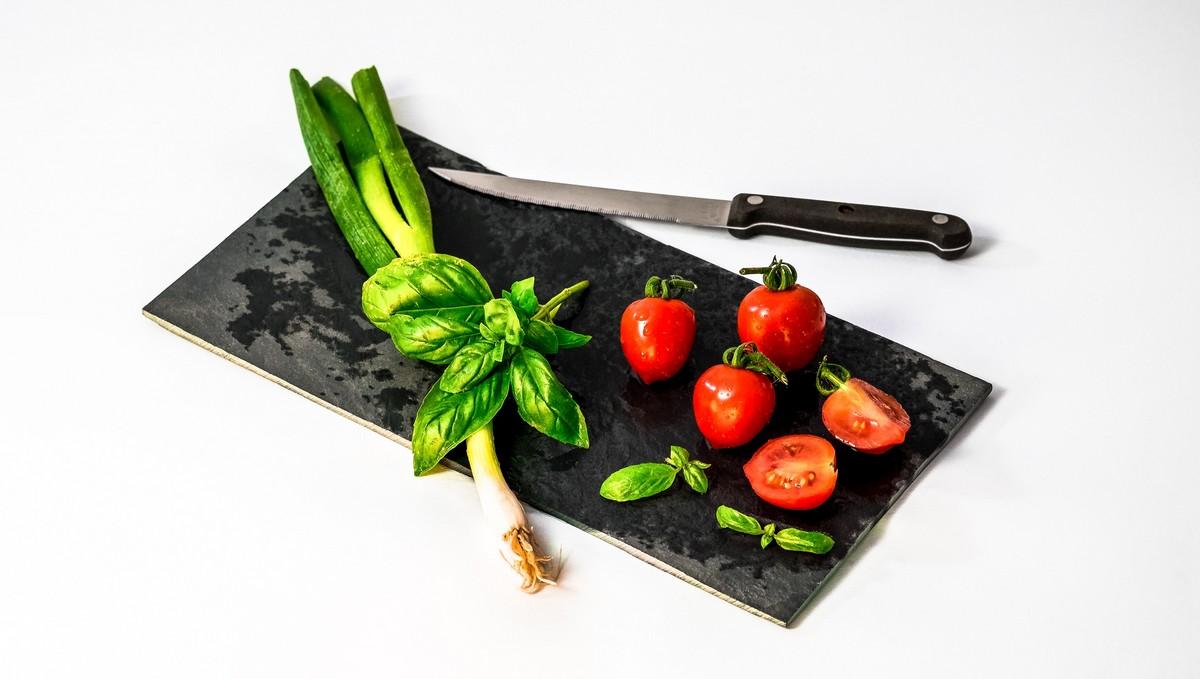 Nakrájené potraviny, které umožňuje Paleo dieta.
